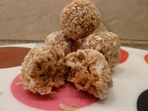 The Gluten Free Bar GFB Coconut cashew crunch bites Protein Bar Review 3